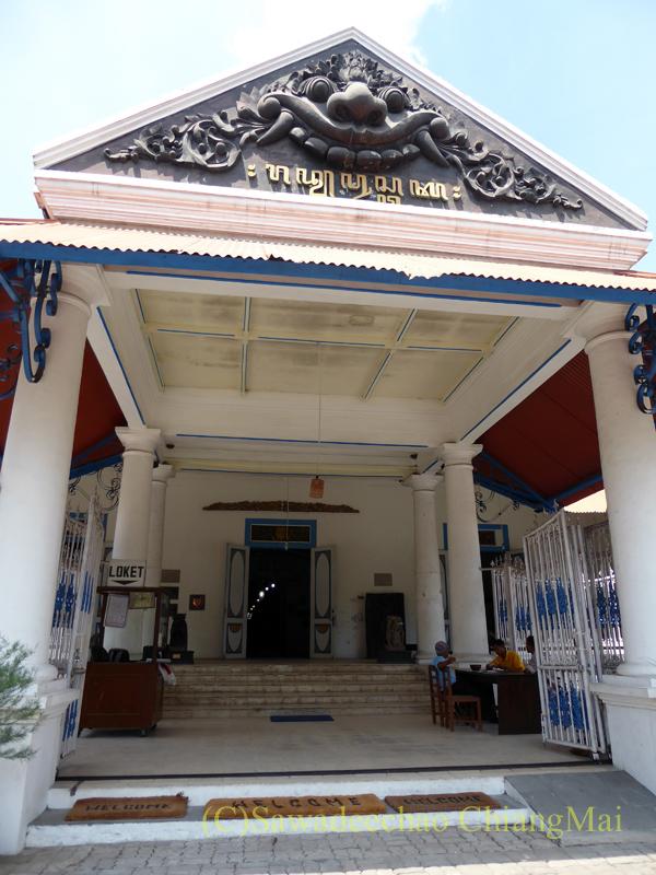 インドネシア、ソロ(スラカルタ)のラジャプスタカ博物館の入口