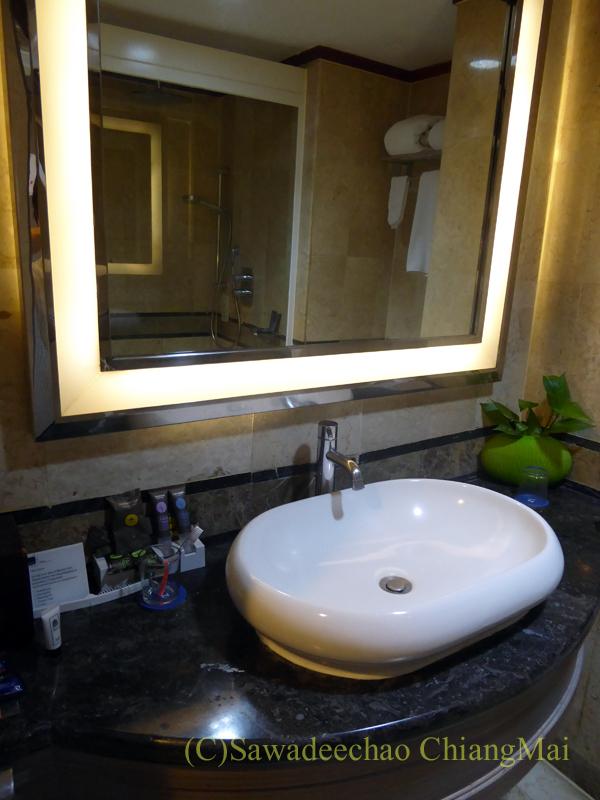 インドネシアのソロ(スラカルタ)のホテル、ノボテルソロの洗面台