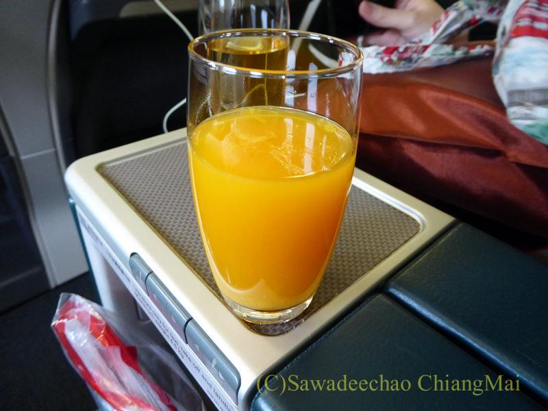 キャセイパシフィック航空CX700便ビジネスクラスで出たウエルカムドリンク