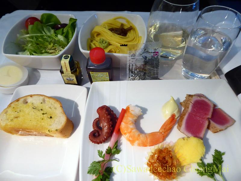 キャセイパシフィック航空CX500便ビジネスクラスで出た前菜全景