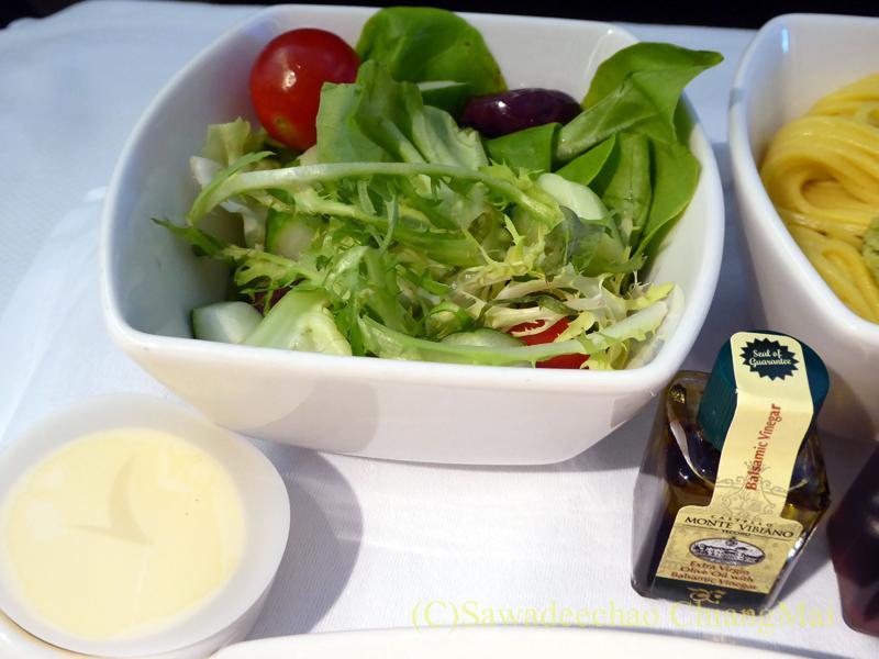 キャセイパシフィック航空CX500便ビジネスクラスで出たサラダ