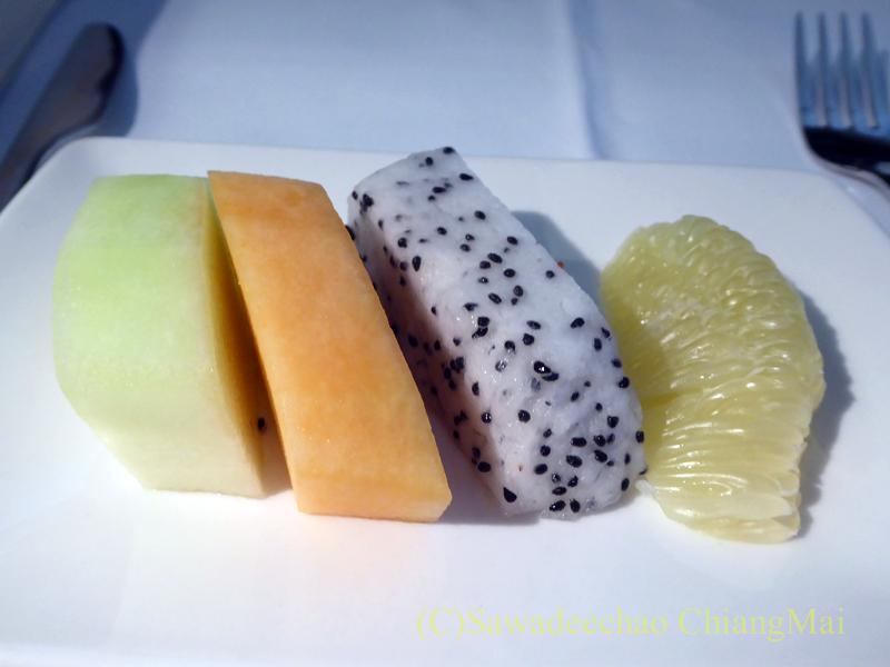 キャセイパシフィック航空CX500便香港発東京成田行きビジネスクラスで出た機内食のフルーツ