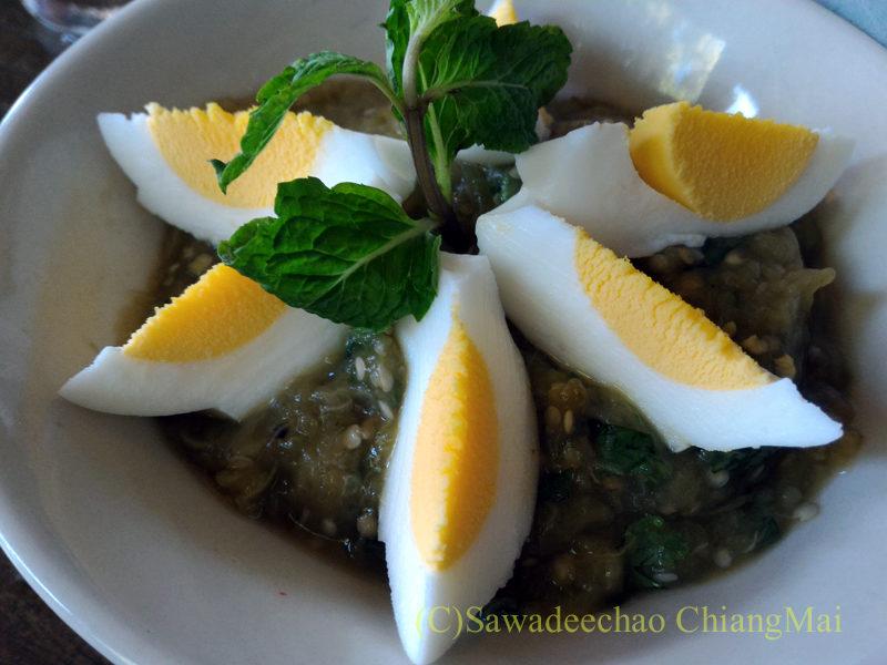 チェンマイの遺跡レストラン、ローンカーオラムのタムマクワ