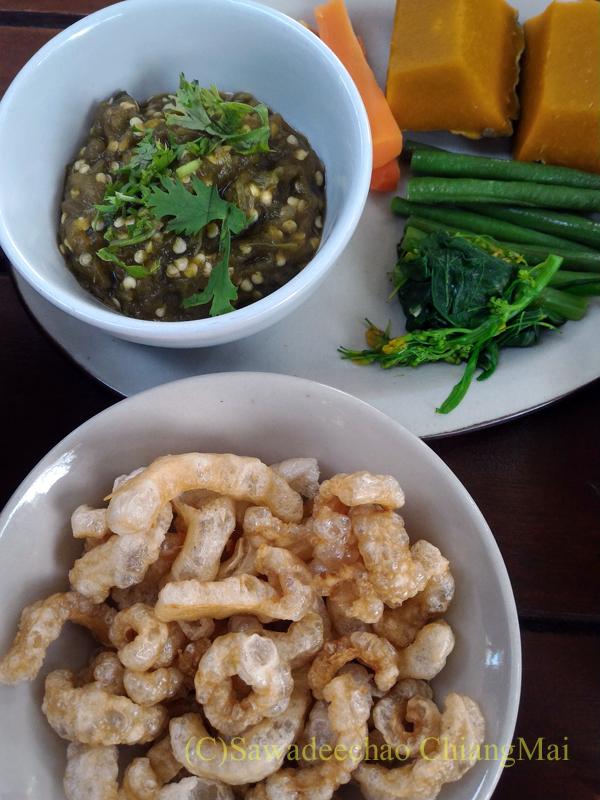 チェンマイの遺跡レストラン、ローンカーオラムのナムプリックヌム