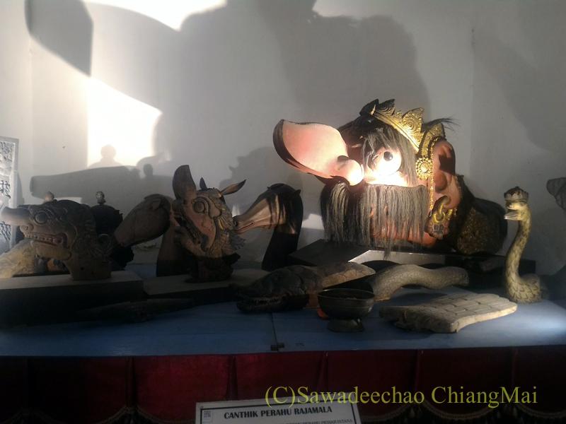 インドネシア、ソロ(スラカルタ)のラジャプスタカ博物館の木像