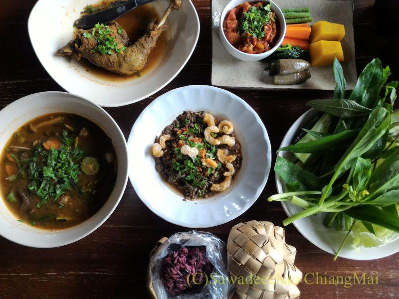チェンマイの遺跡レストラン、ローンカーオラムの料理