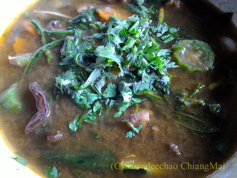 チェンマイの遺跡レストラン、ローンカーオラムのゲーンオムムー