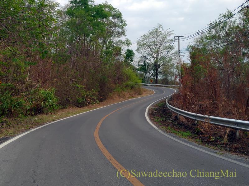 チェンマイ盆地を越える国道1229号線の山道