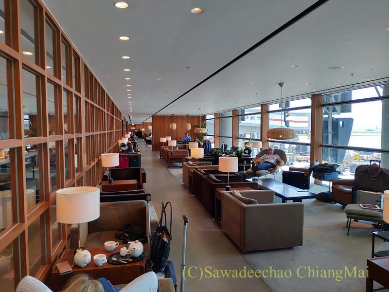 香港空港キャセイパシフィック航空The Pierラウンジの内部概観