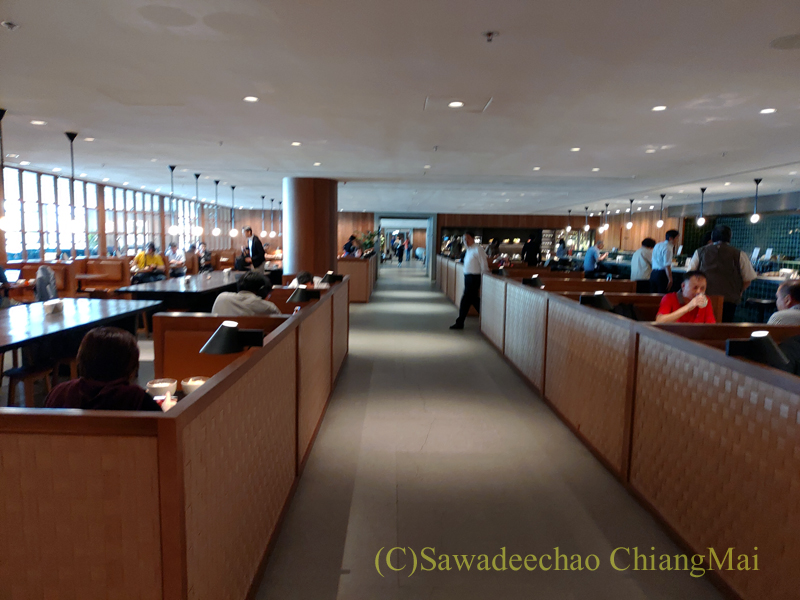 香港空港キャセイパシフィック航空The Pierラウンジのヌードルバーエリア概観