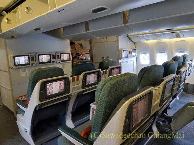 キャセイパシフィック航空CX500便ビジネスクラスのキャビン