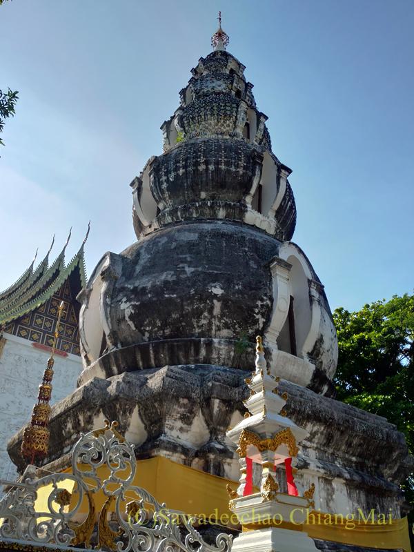 アーサーラハブーチャ(三宝節)のチェンマイのワットクータオの仏塔
