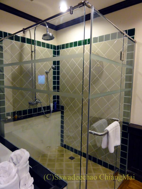チェンマイのビラシリラーンナーホテルのシャワーブース