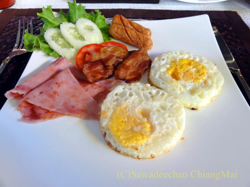 チェンマイのビラシリラーンナーホテルの朝食の卵料理