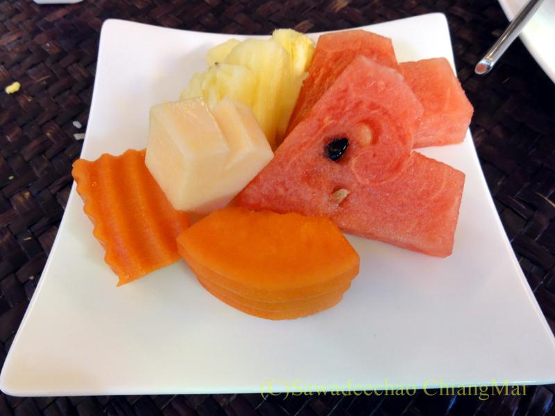 チェンマイのビラシリラーンナーホテルの朝食のフルーツ