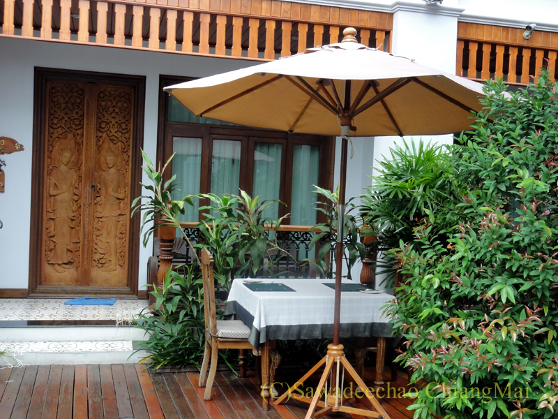 チェンマイのビラシリラーンナーホテルの1階客室入口