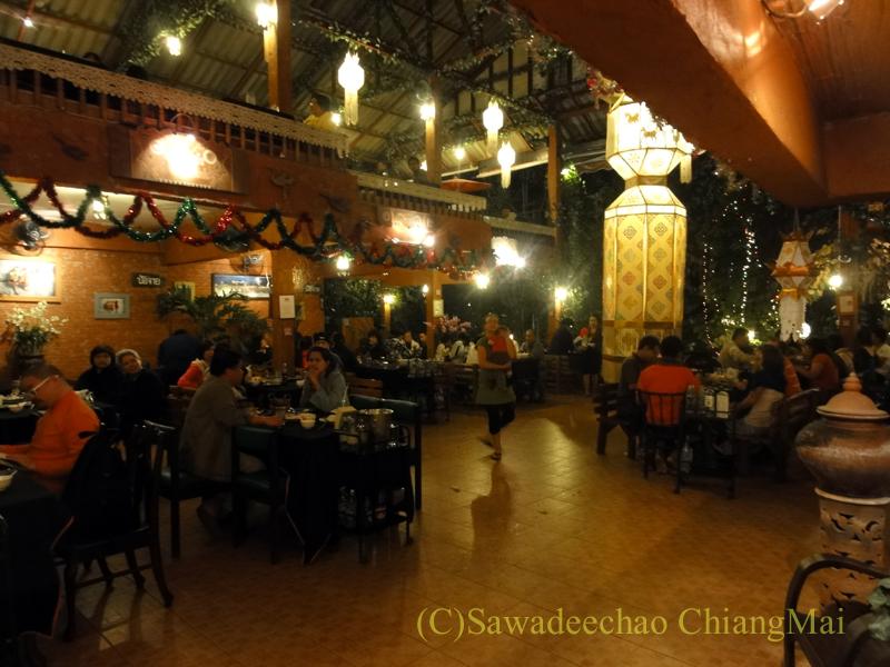 チェンマイのレストラン、フアンスンタリーウェチャーノンの店内概観