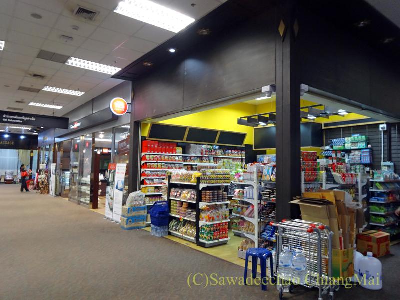 チェンマイ空港国際線ターミナルの制限区域内のショップ