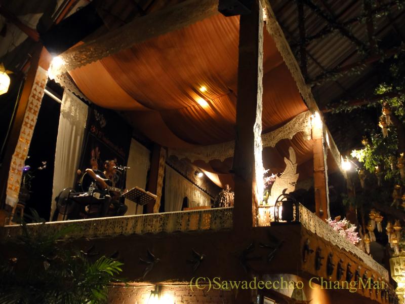 チェンマイのレストラン、フアンスンタリーウェチャーノンのステージ