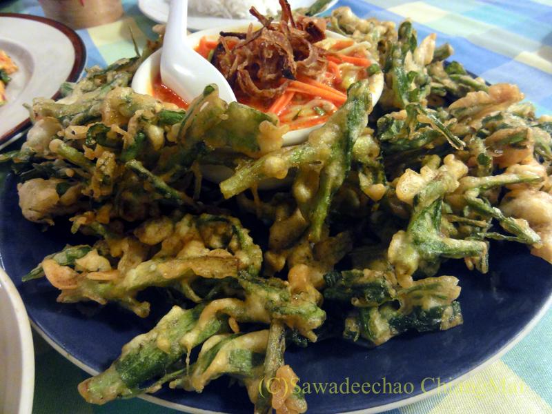 チェンマイ郊外にあるタイ料理レストラン、バーンロムマイの野菜のタイ風てんぷら
