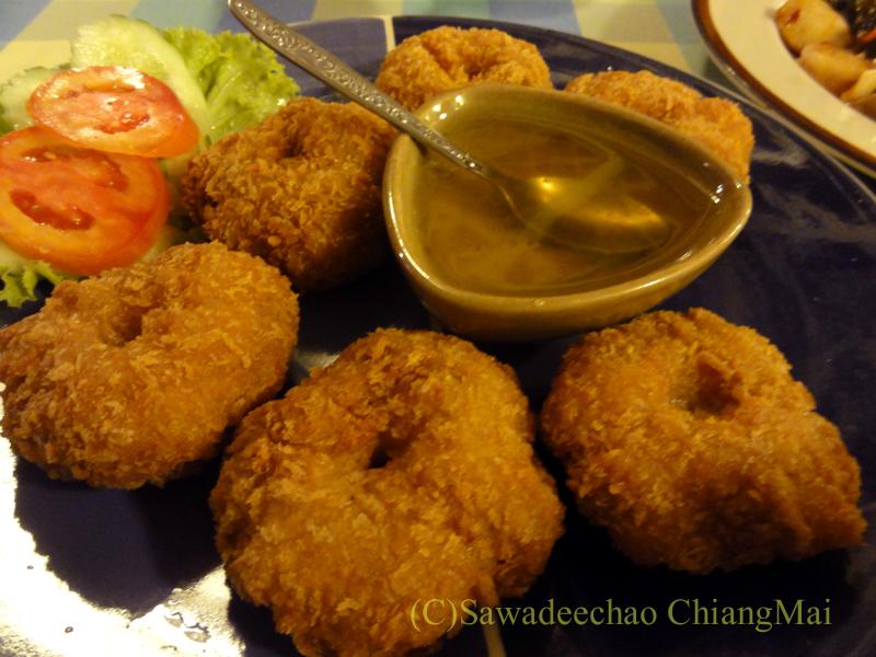 チェンマイ郊外にあるタイ料理レストラン、バーンロムマイのトートマンクン