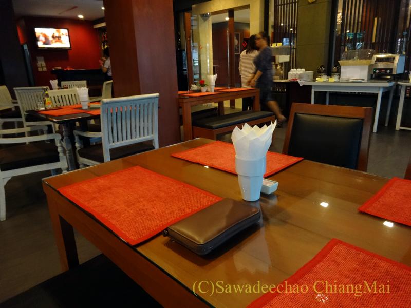 タイのカムペーンペットにあるナワラートヘリテージホテルのレストラン