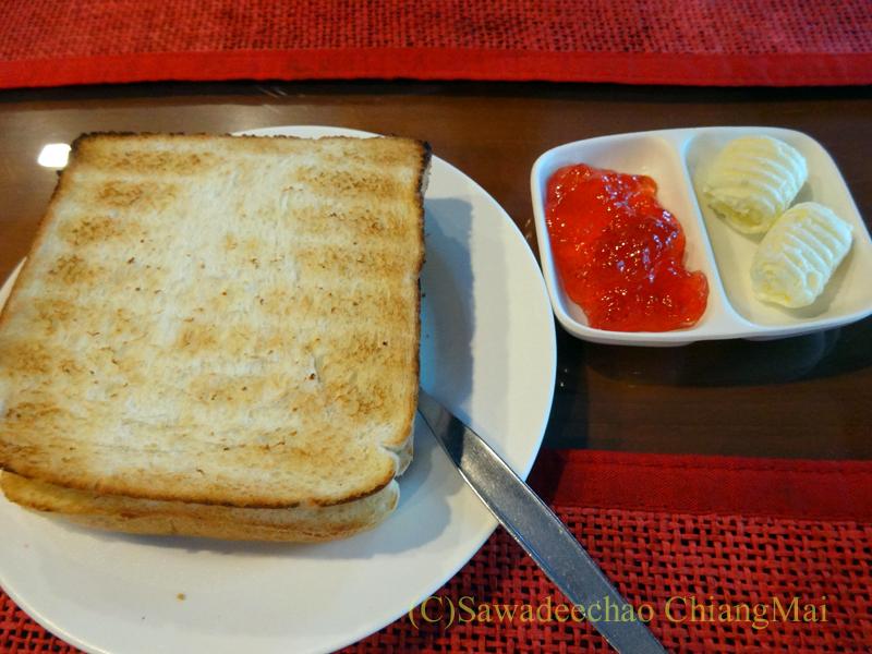 タイのカムペーンペットにあるナワラートヘリテージホテル朝食のパン