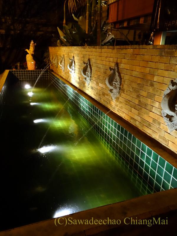 チェンマイ郊外にあるタイ料理レストラン、バーンロムマイの噴水