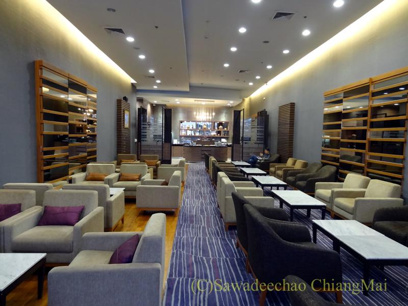 チェンマイ空港のタイ国際航空ロイヤルオーキッドラウンジ概観