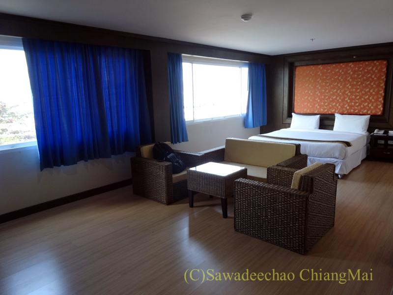 タイのメーサーイにあるピヤポーンバビリオンホテルの客室概観