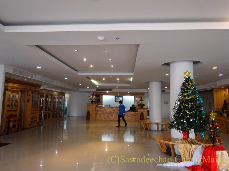 タイのメーサーイにあるピヤポーンバビリオンホテルのロビー