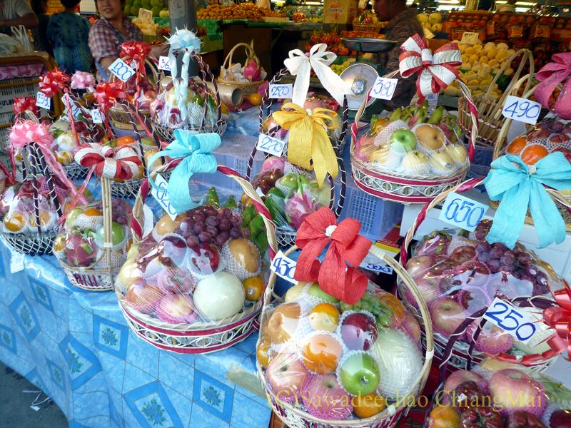チェンマイ市内北部にあるタニン市場の果物屋
