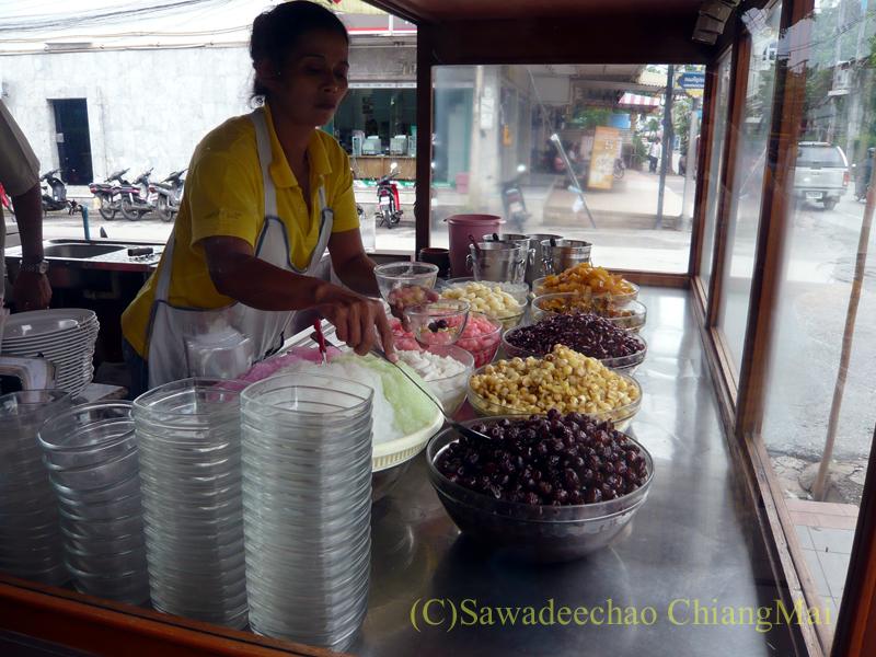 チェンマイにあるルアムミットの店チェウワンのショーケース