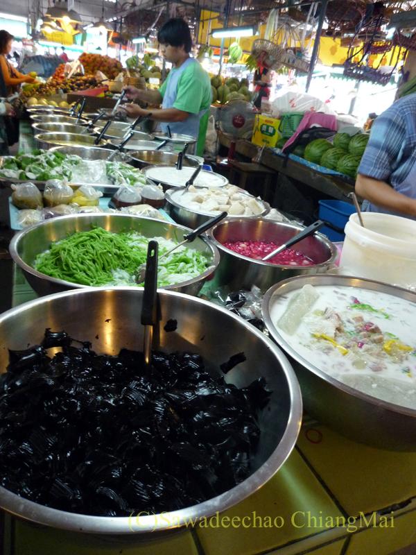 チェンマイ市内北部にあるタニン市場のタイスイート屋