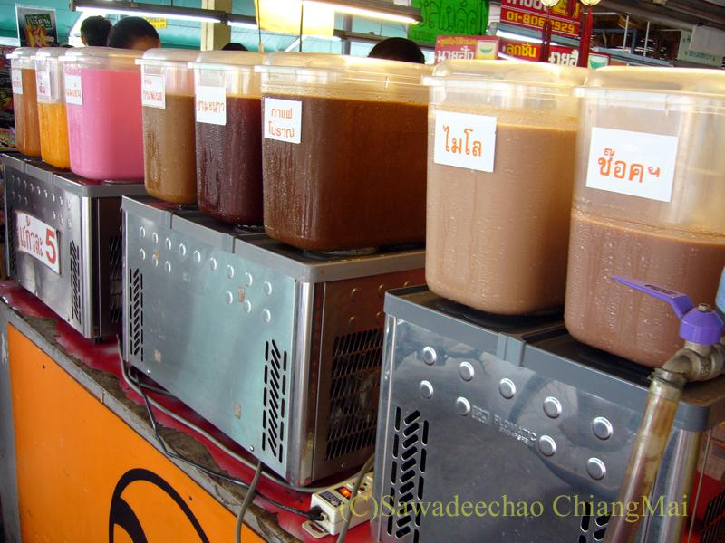 チェンマイ市内北部にあるタニン市場のドリンク屋