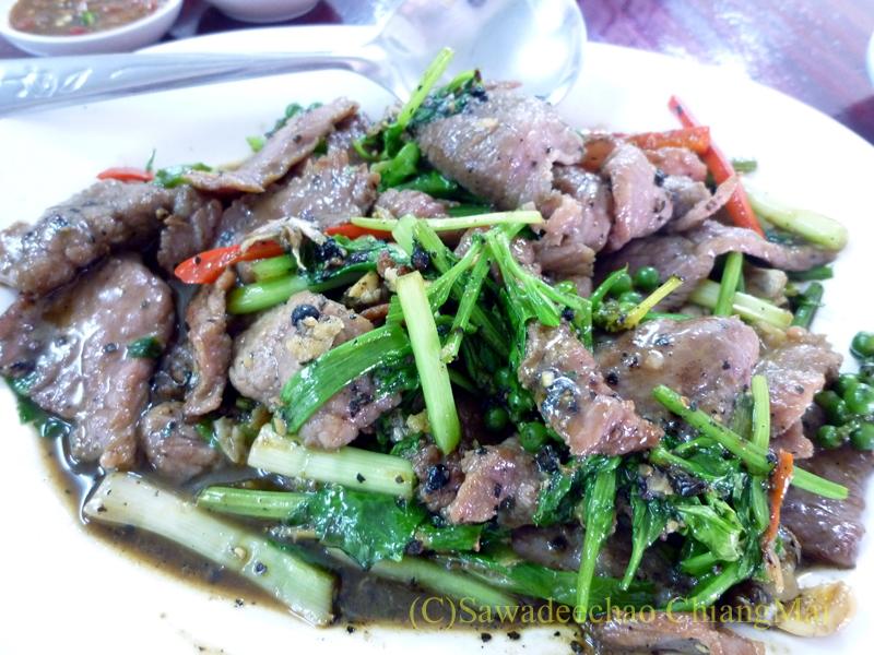 チェンマイの潮州(中華)料理レストラン、ヨートアロイのノークガチョークパットプリックタイダム
