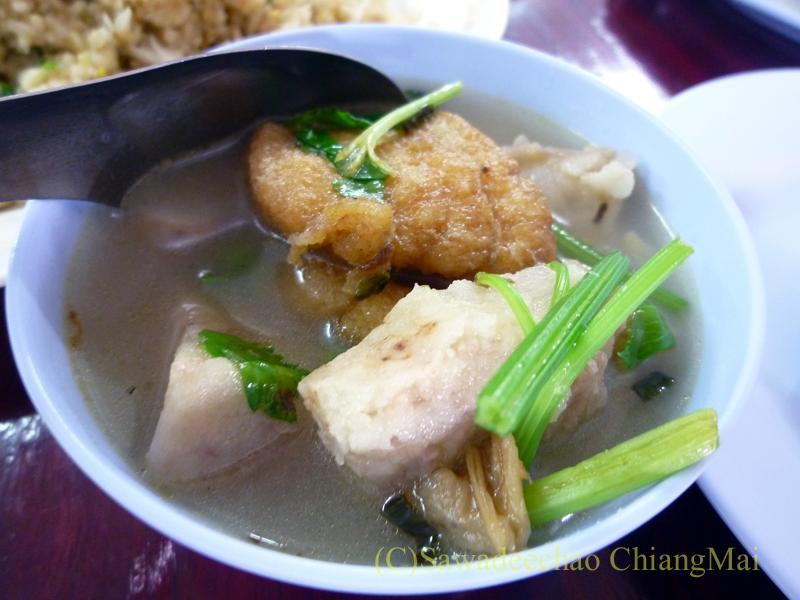 チェンマイの潮州(中華)料理レストラン、ヨートアロイのトムチュートプラートートのアップ
