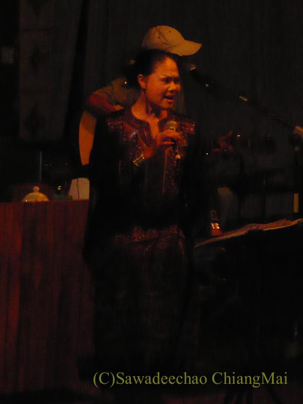 チェンマイのレストラン、フアンスンタリーウェチャーノンのライブステージ
