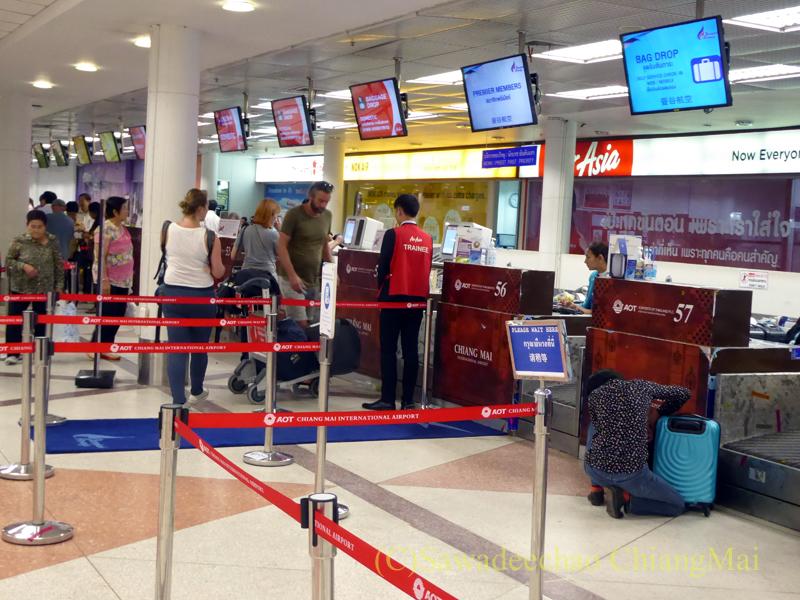 チェンマイ空港の国内線チェックインカウンター