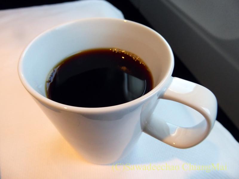 キャセイパシフィック航空CX509便のビジネスクラスで出た食前のコーヒー