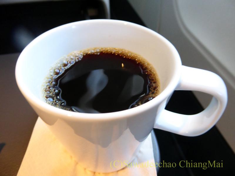 キャセイパシフィック航空CX509便のビジネスクラスで出た食後のコーヒー