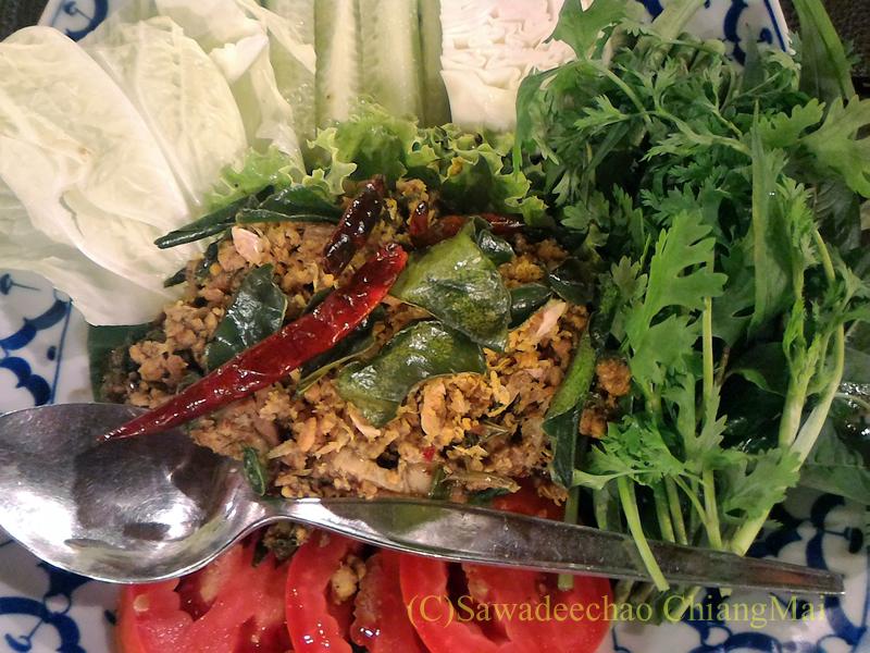 チェンマイ郊外にあるタイ料理レストラン、バーンロムマイのラープコアムー