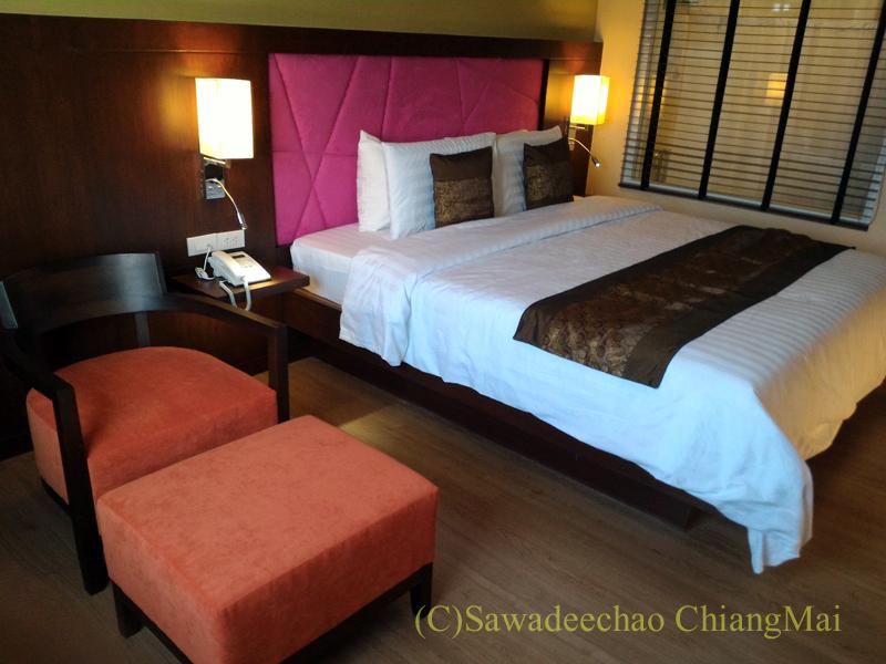 タイのカムペーンペットにあるナワラートヘリテージホテルの客室概観
