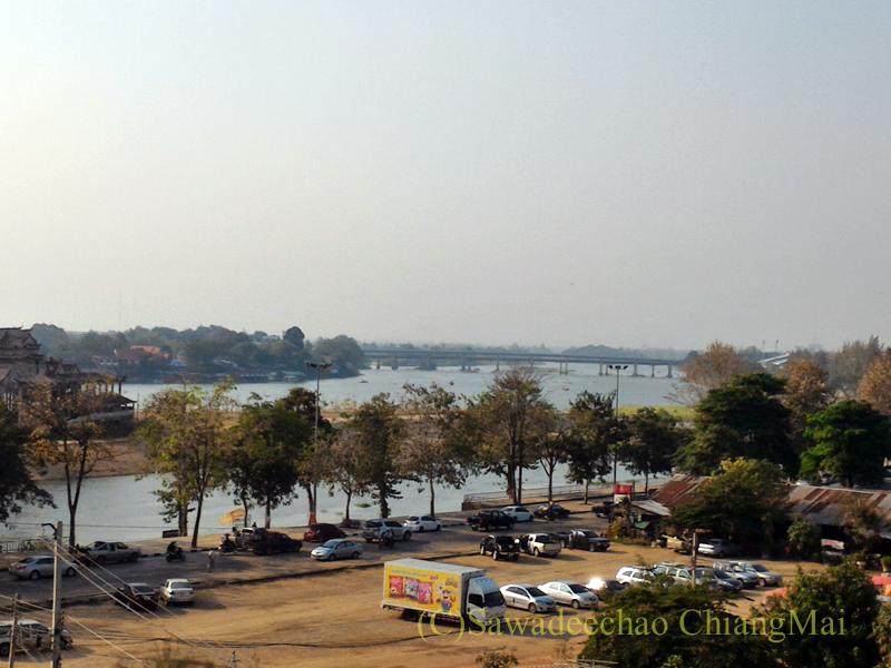 タイのカムペーンペットにあるナワラートヘリテージホテルの客室から見たピン川