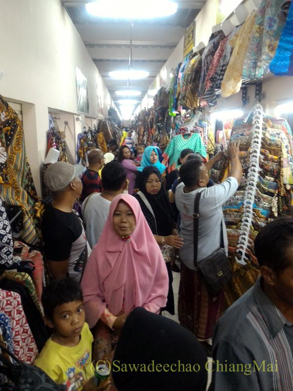 インドネシアのソロ(スラカルタ)のクレウェル市場の内部