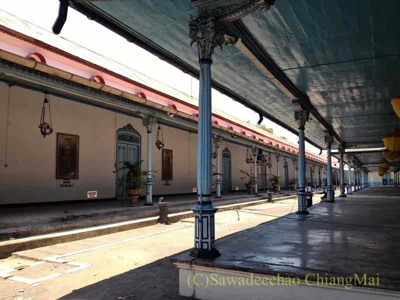 インドネシアのソロ(スラカルタ)のカスナナン王宮の廊下