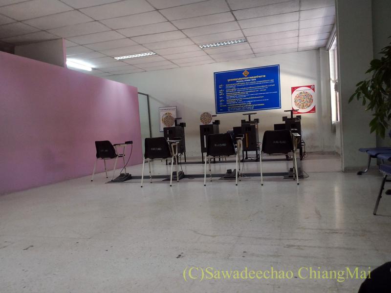 チェンマイの陸運局の色覚検査場