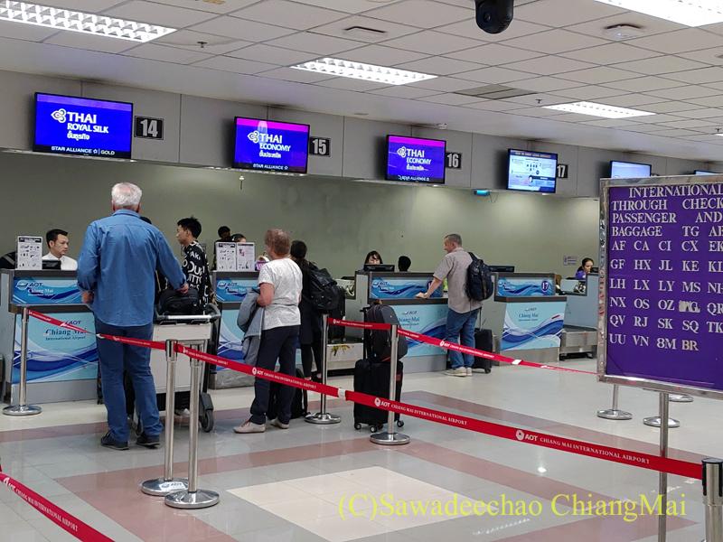 チェンマイ空港のタイ国際航空チェックインカウンター