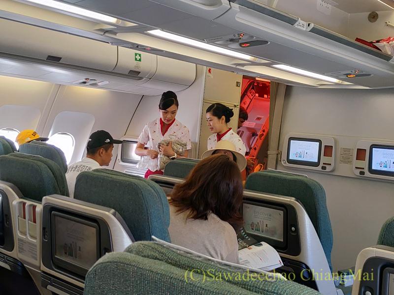 キャセイパシフィック航空CX509便のビジネスクラスのキャビン