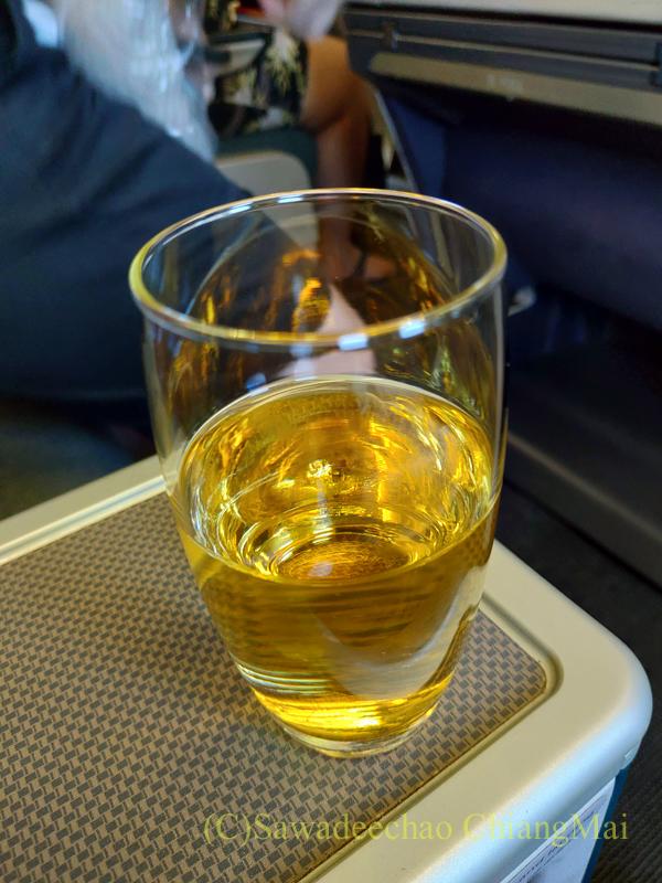 キャセイパシフィック航空CX509便のビジネスクラスで出たウエルカムドリンク